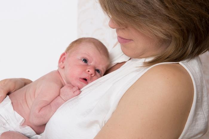 Mutter und Kind nach einer Geburt ohne Gewalt